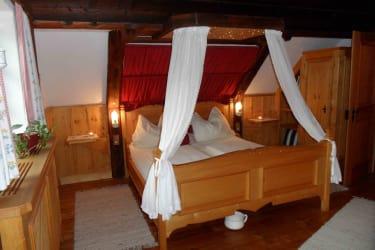 Romantikzimmer Rote Schleife mit Sternenhimmel