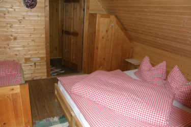 Zwei gemütliche Schlafzimmer