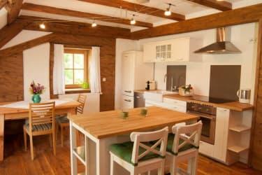 Gemütliche Wohnküche im Zehna Stüberl