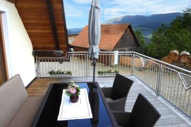 Die geräumige Terrasse