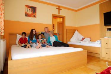 Unser Familienzimmer Heustadl bietet viel Platz
