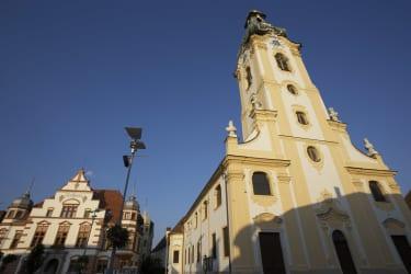 Stadtpfarrkirche Hartberg mit Rathaus