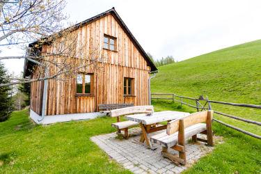 Hütte mit Terrasse und Grillplatz