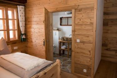 jedes Zimmer mit Dusche und WC