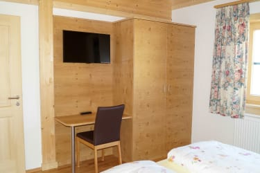 Zimmer m. SAT-TV, D/WC getrennt