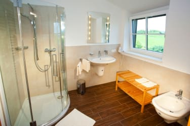 Komfort auch im Bad sowie extra  Toilette