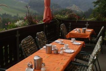 Frühstück im Freien mit Fernblick