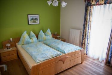 Schlafzimmer mit Terasse