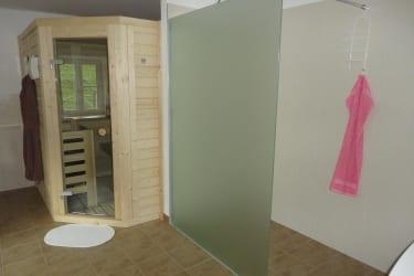 Sauna mit Dusche und Badewanne-OG