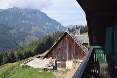 Blick vom Balkon auf den Stadl