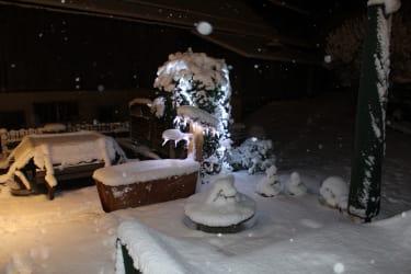 Ferienwohnung Menthof Garten im Winter Schladming-Dachstein