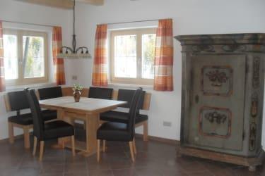Wohnküche mit Sitzecke und Bauernkasten