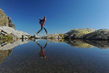 Wandern neben glasklaren Bergseen(c)TVBBergregionGrimming