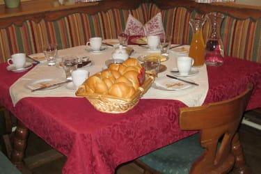 gemütlicher Frühstückstisch