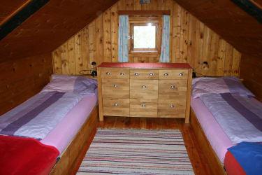 Schlafraum im Obergeschoß mit 4 Betten
