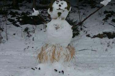 Schneemann liebevoll von Gästen gestaltet