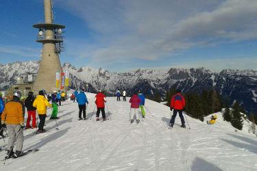 Ski Amade, mittendrin