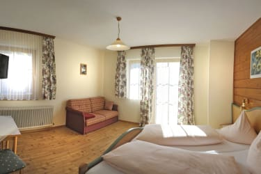 Doppelzimmer mit Balkon und Bergblcik