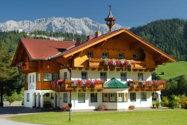 Landhaus - hinten  Dachsteinmassiv