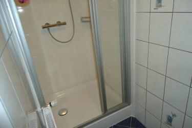 Dusche vom Familienzimmer