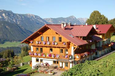 Unser Hotel mit herrlichem Blick auf die Berge