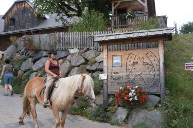Hoftafel mit Reiter
