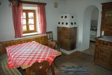 Wohnstube mit Kachelofen