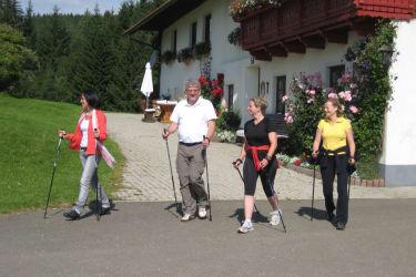 Nordic Walking Stöcke gibt es zum Ausleihen
