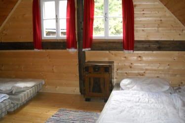 Matratzenlager, große Hütte