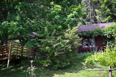 Kleine Veranda für stille Stunden unter der Eiche