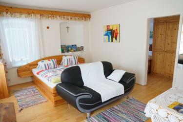Doppelbettzimmer mit Kinderzimmer