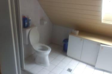 Oberes Badezimmer und Wc