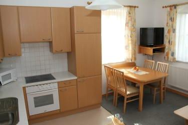 Komplett ausgestattete Wohnküche in der Ferienwohnung