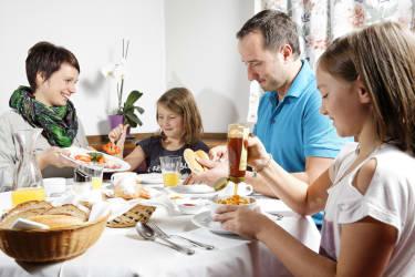 Frühstücken beim Spreitzhofer