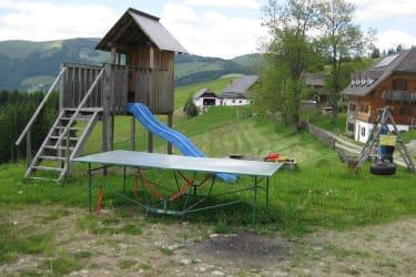 Unser Spielplatz mit Tischtennistisch