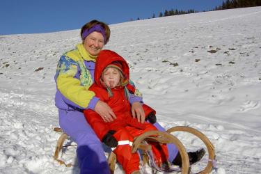 rodeln-Spass fuer Erwachsene und Kinder