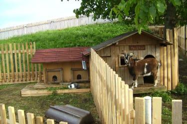 Ziegen- und Hasenstall