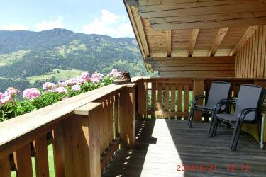 Aussicht genießen auf der Terrasse