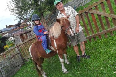 Mit Pony Sindy unterwegs