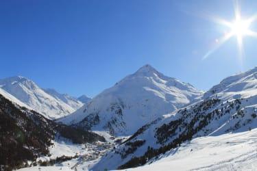 verschneite Winterlandschaft mit sicht auf Vent