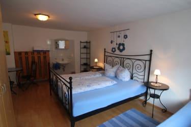 Komfortables Dreibettzimmer am Biohof Sendler