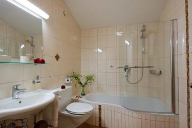 Appartement Kleeblatt Bad mit Badewanne