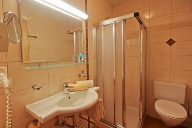 Doppelzimmer Bad mit Dusche