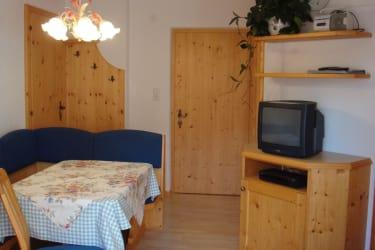 Neue mit hellem Holz liebevoll eingerichtete Ferienwohnung