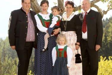 Familie Kirchmair, Josef jun., Katharina, Stefanie, Adelheid, Pepi und Sofia