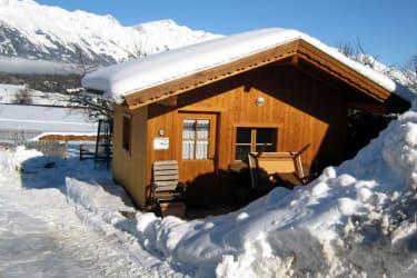 Unser Gartenhaus im Winter mit Blick auf die Nordkette