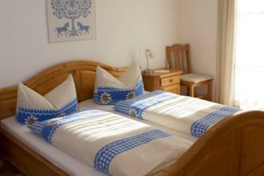 1. Schlafzimmer Fewo Blumenwiese