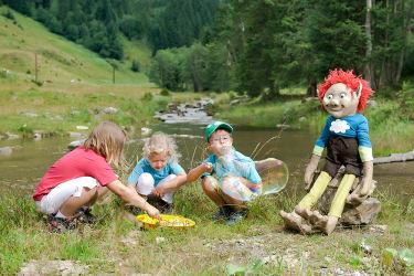 Kobold Kuno mit Kindern