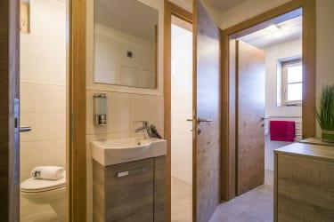 Vorraum zu den WCs u Bad
