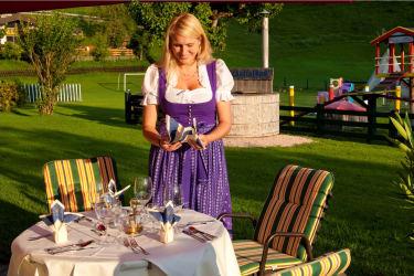 Schön gedeckter Abendtisch am Feriengut Oberhabach